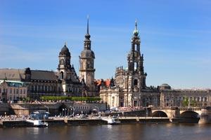 Dresden mit Hof-und-Schlosskirche