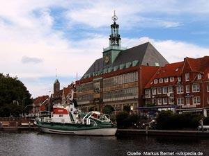Stadt Emden mit Emder Rathaus