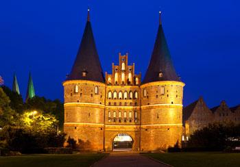 Holstentor Lübeck bei Nacht